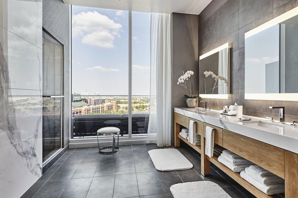 Suite (The Commissioner Suite) - Bathroom
