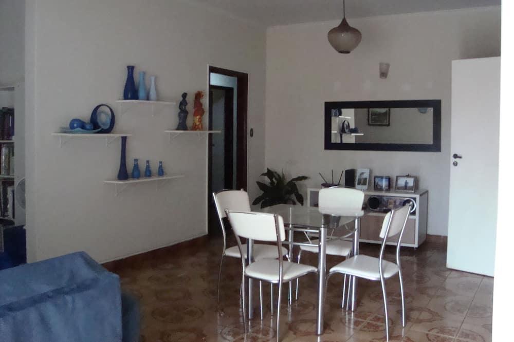 Comfort Double Room, 1 Queen Bed, Accessible, Smoking - Living Area