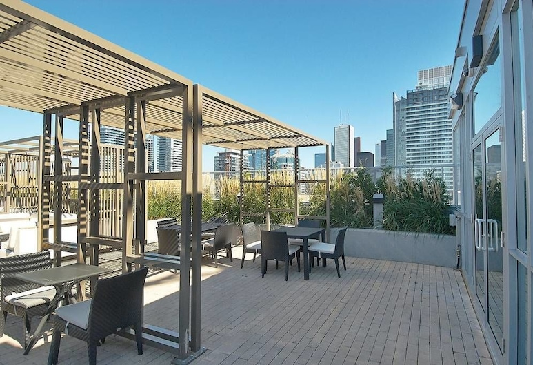 Executive 2 Bedroom Condo Across CN Tower , Toronto, Panoramic Condo, Multiple Beds, Non Smoking, Bay View, Terrace/Patio