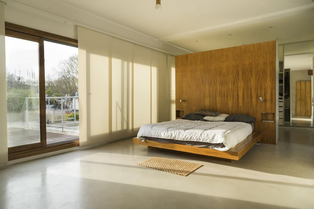 Luxury House, Multiple Beds, Smoking, Terrace - Guest Room