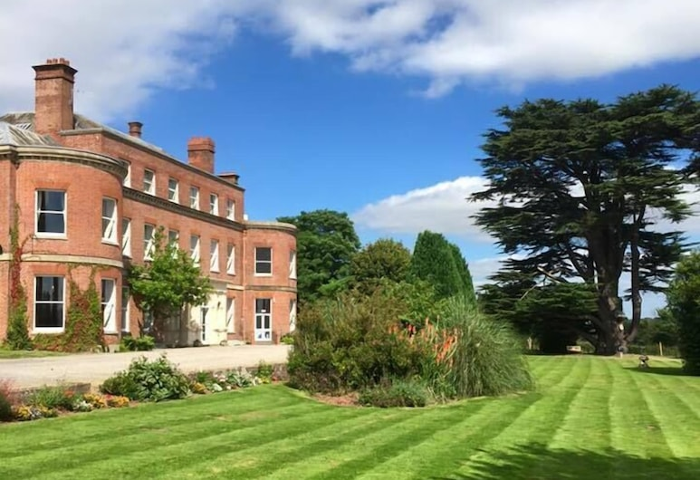 Longworth Hall Hotel, Hereford, Property Grounds