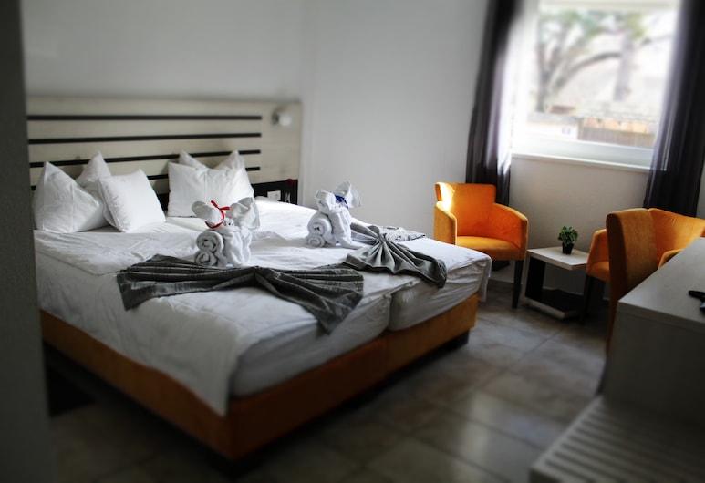 Garni Hotel 11Tica DM, Novi Sad, חדר סטנדרט זוגי, נגישות לנכים, חדר אורחים