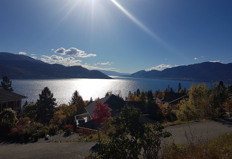The Chirping Cricket Bed & Breakfast, Peachland