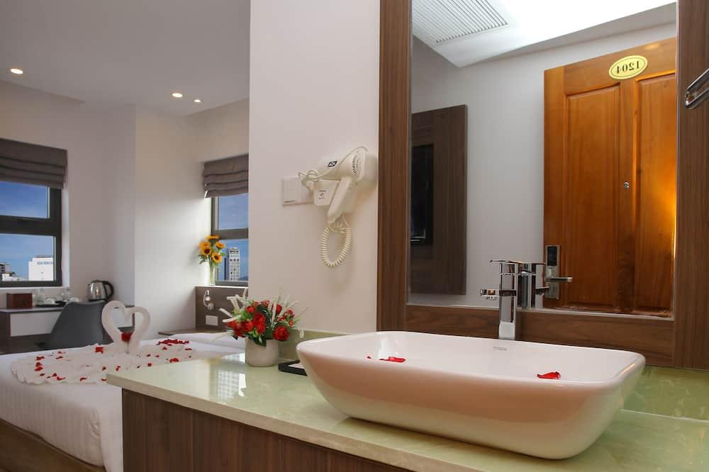 Deluxe-Doppel- oder -Zweibettzimmer, Meerblick - Badezimmer