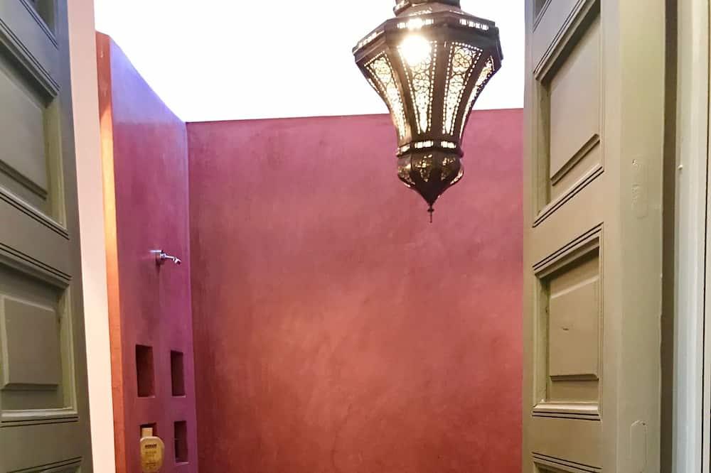 Standard dubbelrum - utsikt mot innergården (Pink) - Badrum
