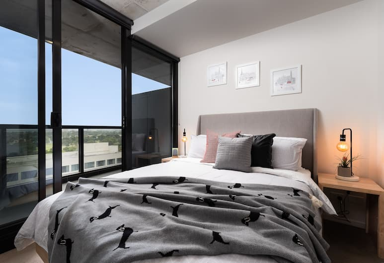 568 St Kilda Road Apartments by TWIG, Melbourne, Premium Apartment, 1 Queen Bed with Sofa bed, Lake View, Room