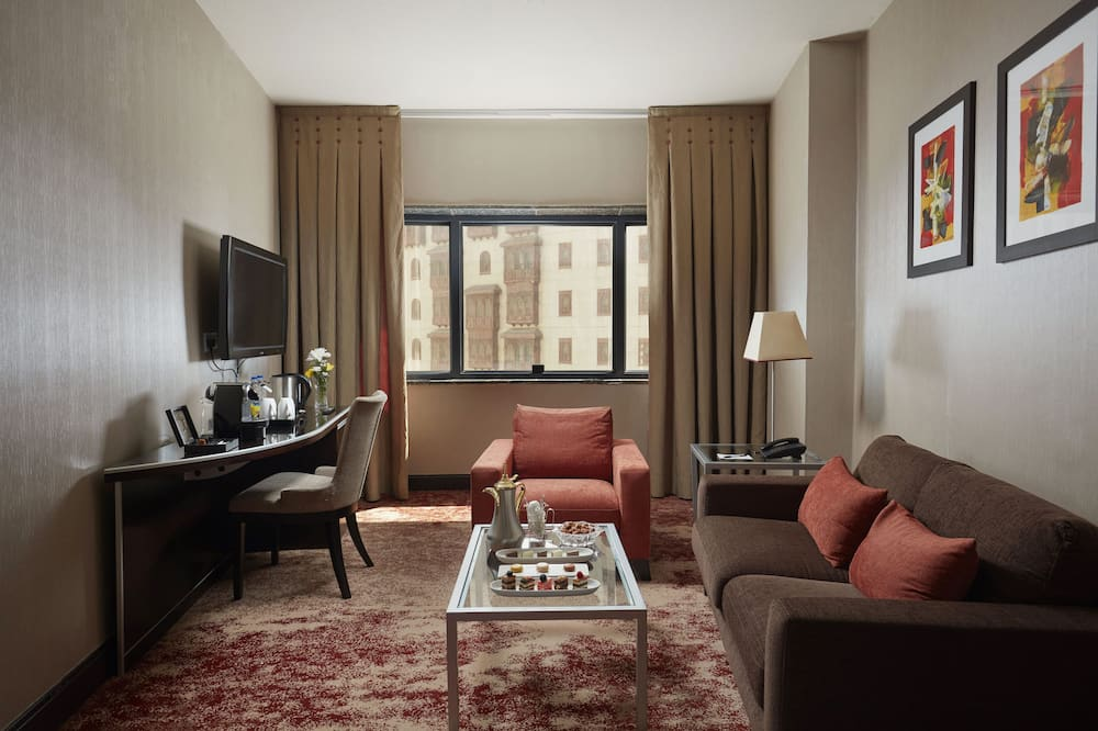 Junior Suite, 1 Double Bed, City View - Living Room
