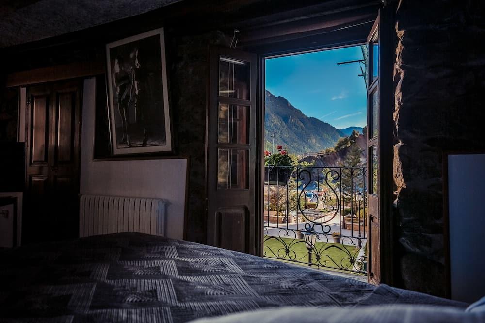 Deluxe Double Room, Bathtub - Mountain View