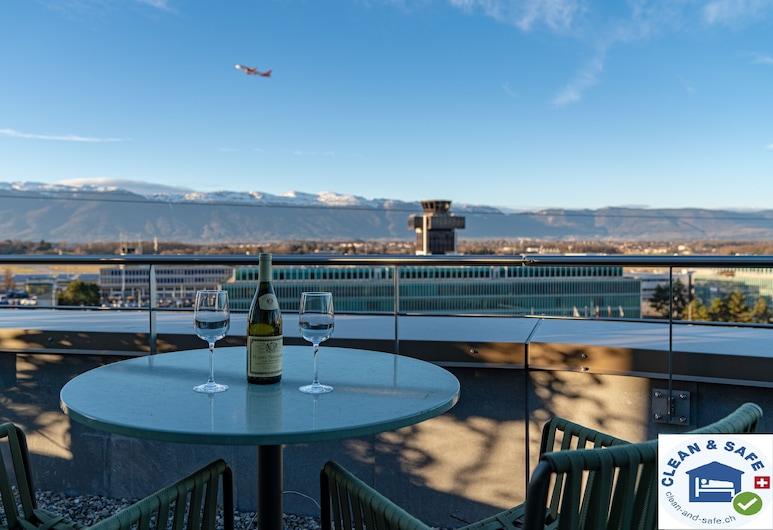 Nash Suites Airport Hotel, מיירין
