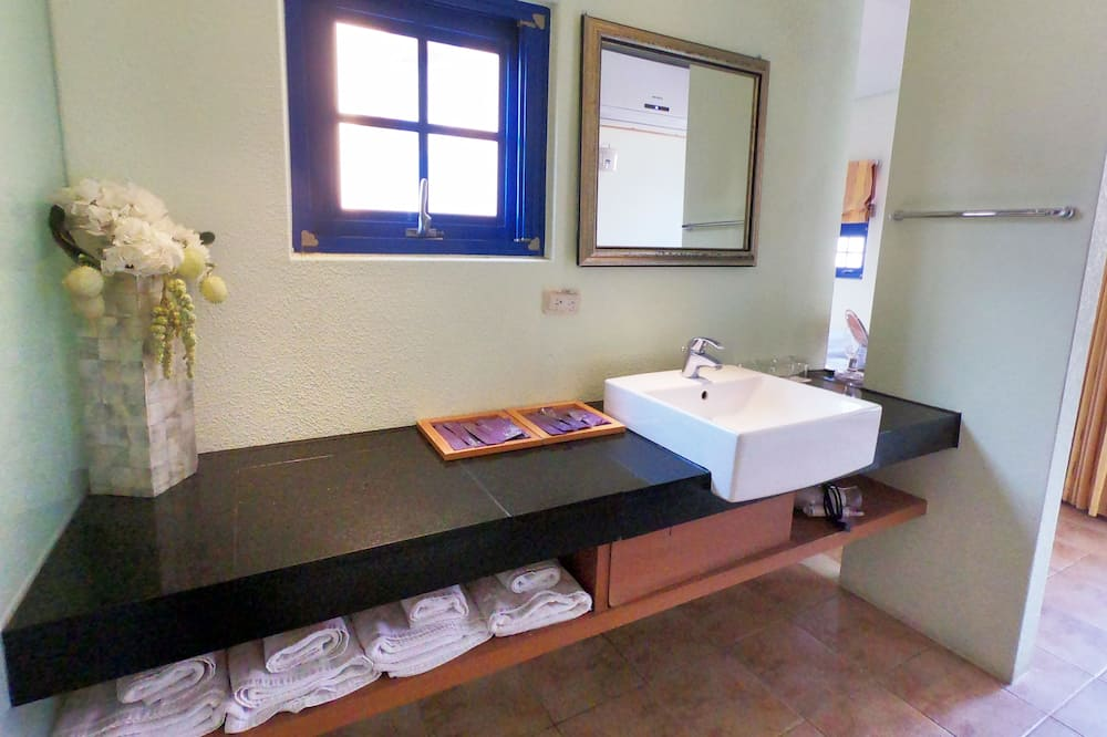 基本客房, 多張床 - 浴室