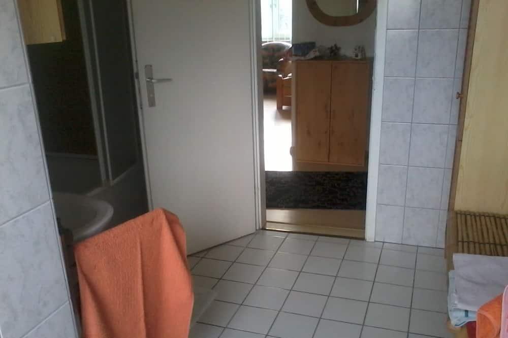 基本公寓, 多張床, 非吸煙房, 庭園景觀 - 浴室