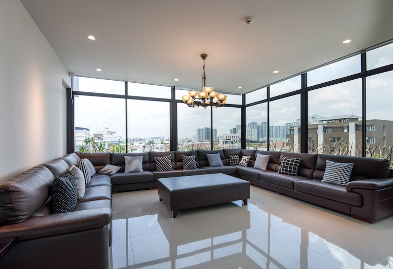 OYO 137 Kitzio House Hotel, Bangkok, Sitzecke in der Lobby