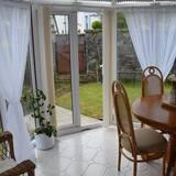 Luxury-Ferienhaus, 1 Schlafzimmer, Gartenblick (Lavender Cottage) - Essbereich im Zimmer