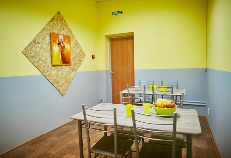 Hello Yellow Hostel, Dnipro, Küche im Zimmer