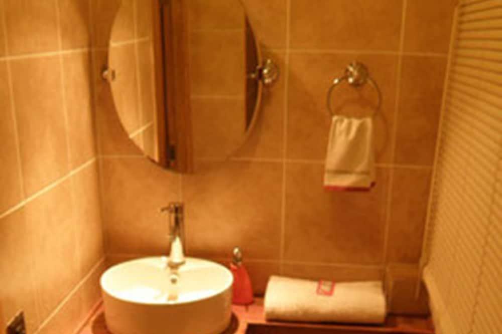Doppelzimmer, 2Einzelbetten, Nichtraucher - Badezimmer