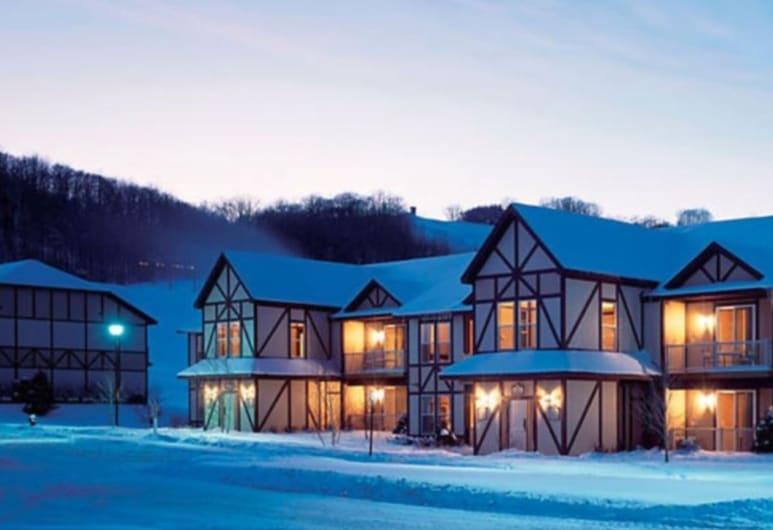 Boyne Mountain Luxury 1 Bd Condo 103, Бойне-Фоллс, Фасад отеля вечером/ночью