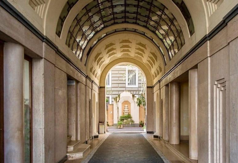 Yourelais Pergolesi, Napoli, Inngangen til overnattingsstedet