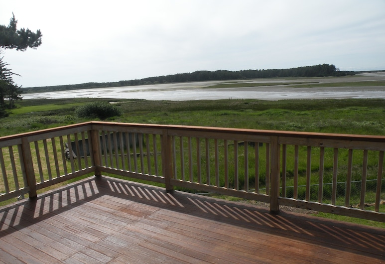 The Sandlake View, Cloverdale, House, Multiple Beds, Non Smoking, Lake View, Terrace/Patio