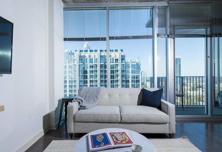 Chic 1BR w/ Pool + Gym in Uptown Charlotte, Charlotte