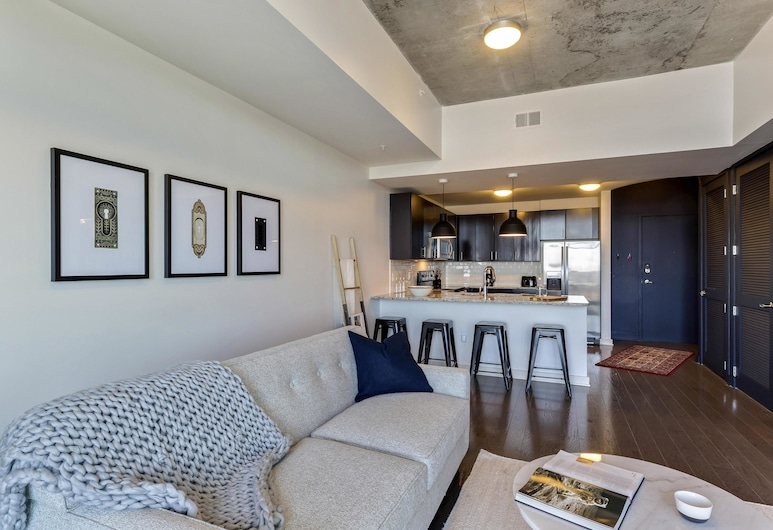 Lovely 1BR w/ Pool + Gym in Uptown Charlotte, Charlotte
