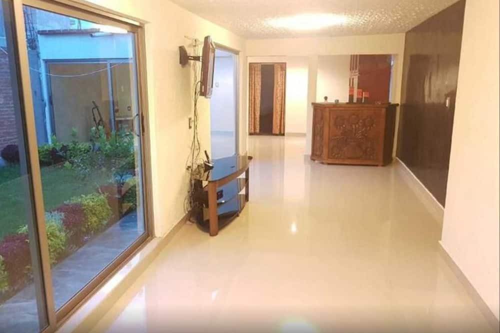 Maison Confort, plusieurs lits, accessible aux personnes à mobilité réduite, vue jardin - Photo principale