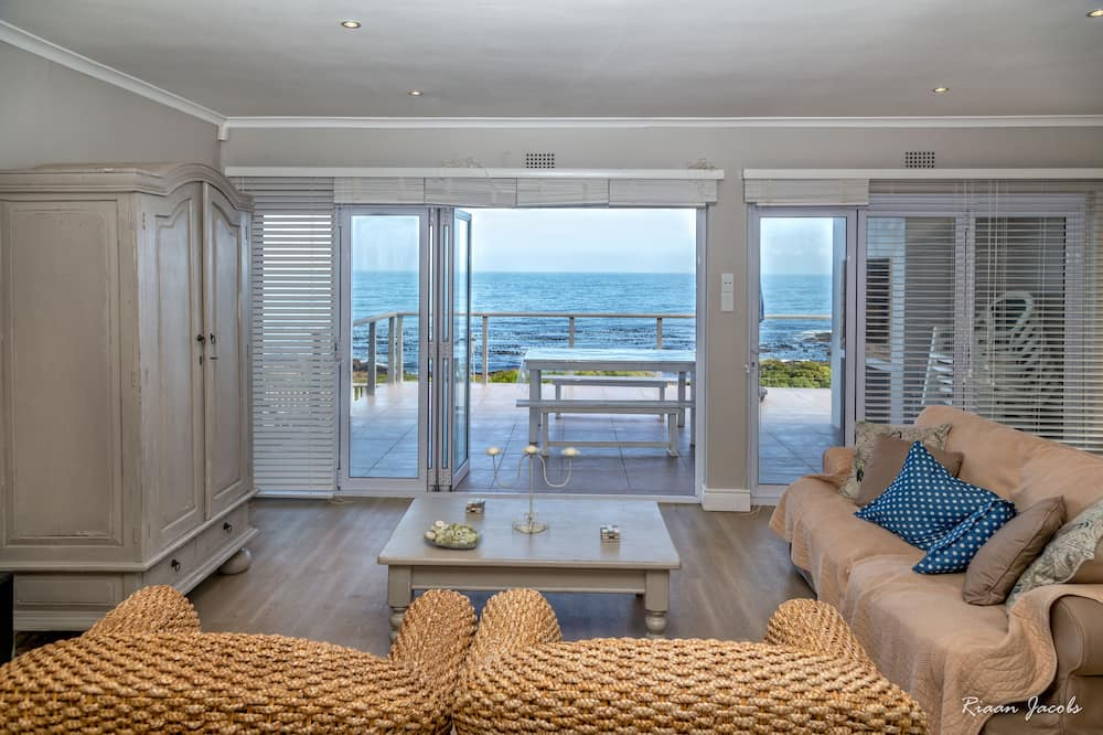 Nhà Superior, 4 phòng ngủ, Quang cảnh biển, Sát bãi biển - Khu phòng khách