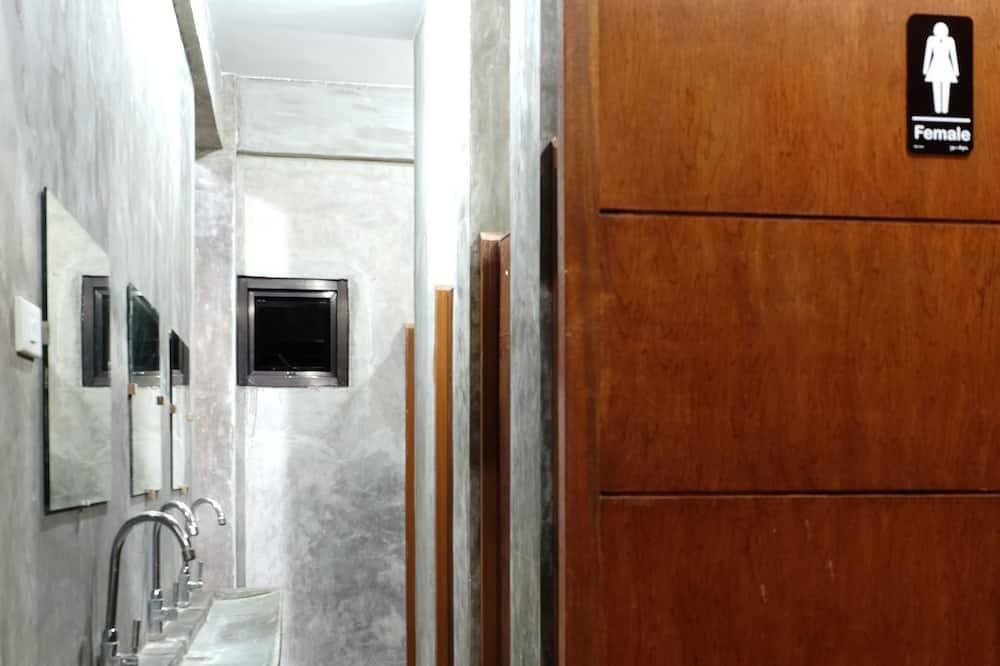 Mixed A/C Dorm 4 (Room 7) - Kupaonica