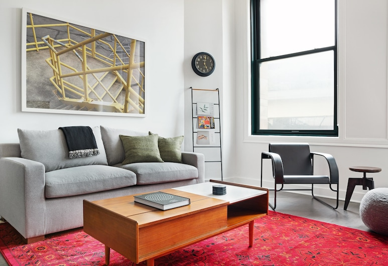 Gorgeous 2BR Gym Downtown by Lyric, Pittsburgh