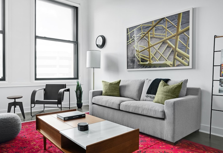 Beautiful 1BR Gym Downtown by Lyric, Pittsburgh