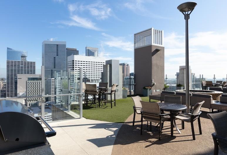 Stylish 2BR Pool + Gym Downtown Houston, Х'юстон, Балкон