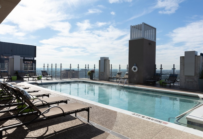 Nice 1BR w/ Rooftop Gym in Downtown Houston, Houston, Medence