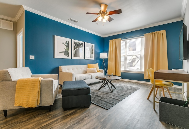 Welcoming 2BR Gym + Pool Downtown, Dallas, House, 2 Bedrooms, Living Room