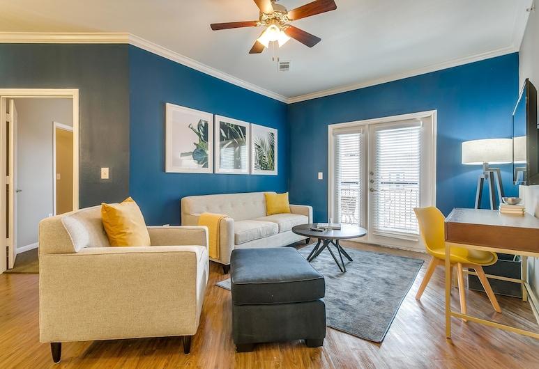 Comfortable 2BR w/ Wifi + Gym Near Victory Park, Dallas, Loft, 2 Bedrooms, Living Room