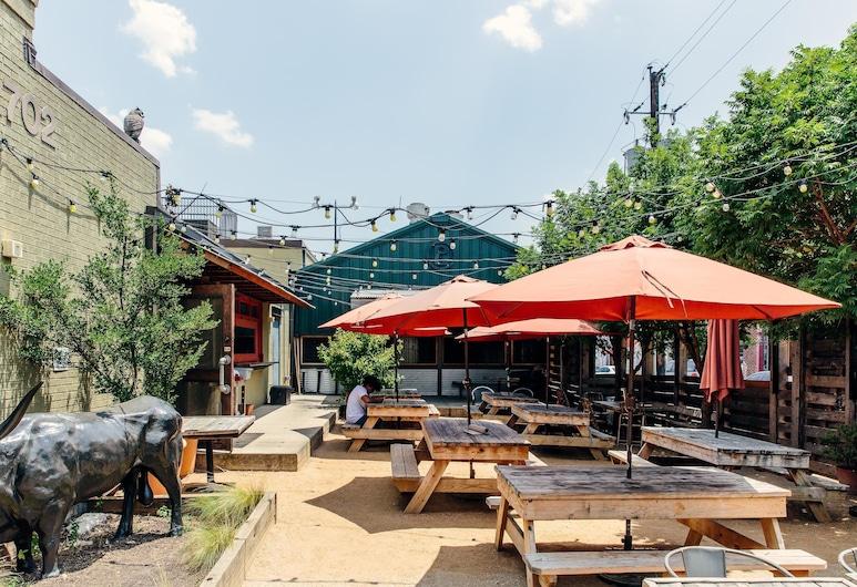 Vibrant 2BR Pool + Lounge Downtown by Lyric, Dallas, Baseins