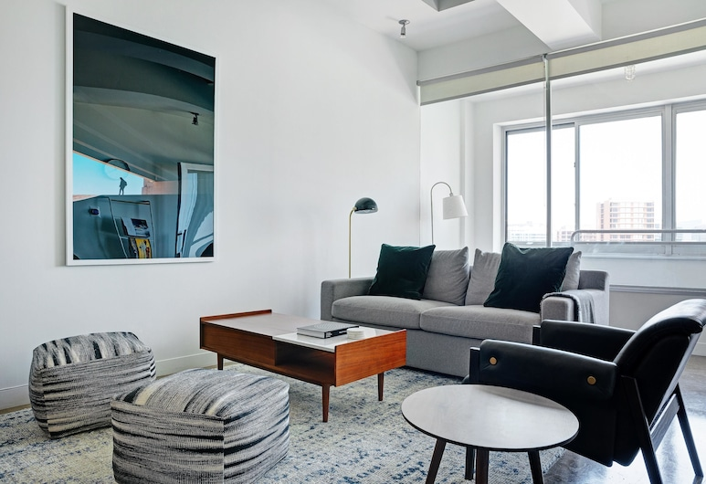 Hip 2BR w/ Rooftop Pool in Downtown by Lyric, Dallas