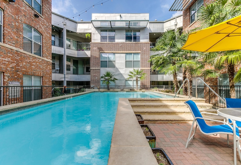 Serene 1BR w/ Pool + Gym in Historic West End, Dallas, Medence