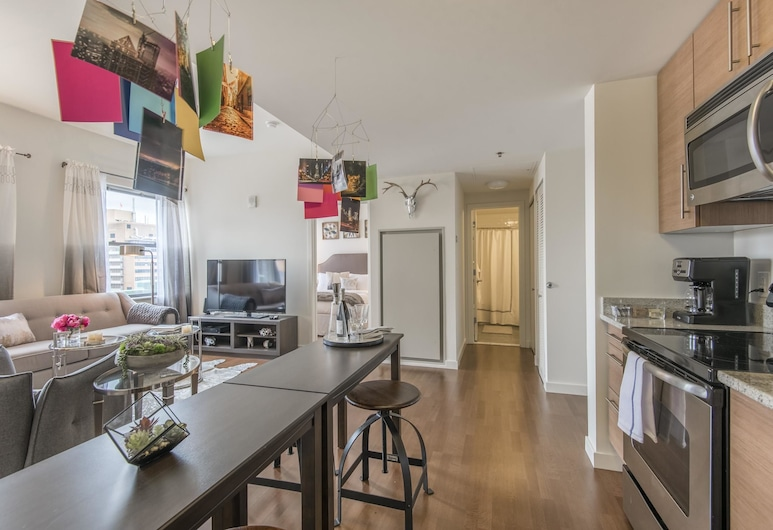 Private 1BR in Heart of Center City, Philadelphia, Ruang Keluarga