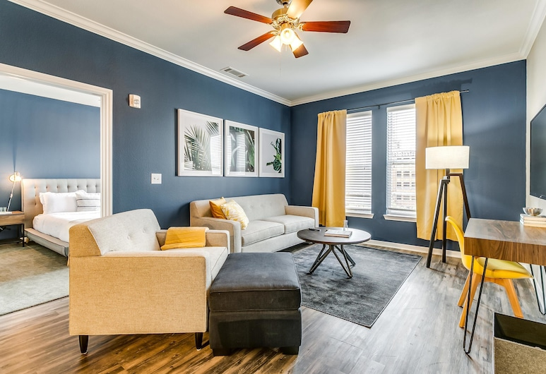 Peaceful 2BR w/ Pool Near Historic West End, Dallas