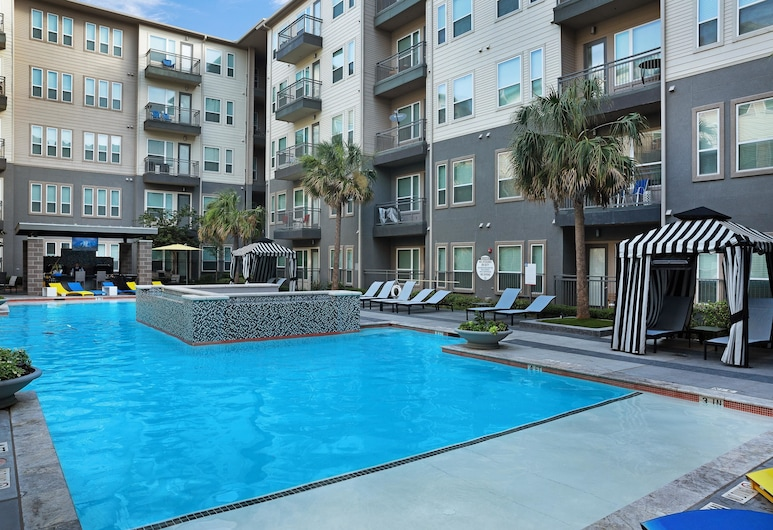 Polished 2BR + Pool in Heart of Downtown by Lyric, Dallas, Pool