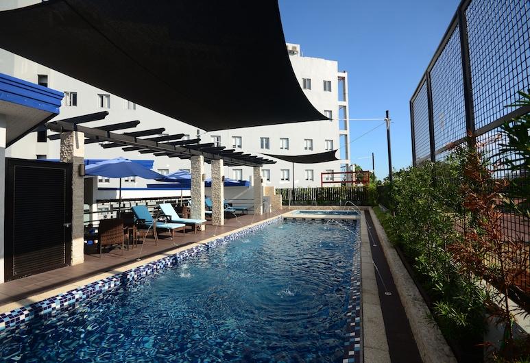 Blue Lotus Hotel Davao, Давао, Басейн на даху