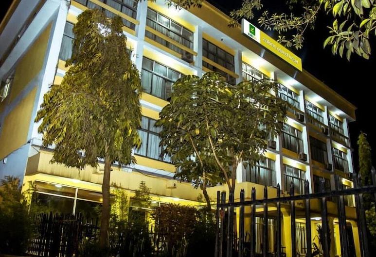 Zakinn Eland Hotel, Αρούσα