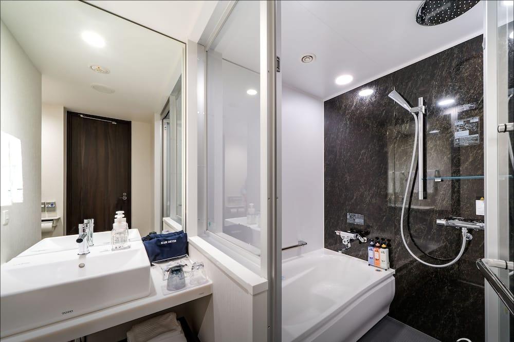 Standard Double Room, Smoking, City View - Bathroom