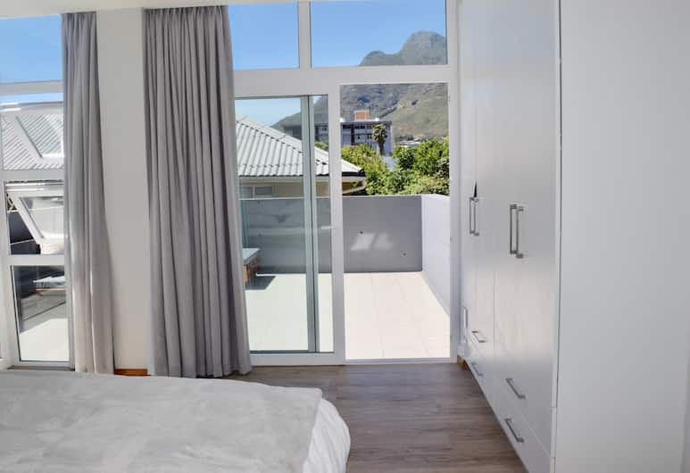 2 Bedroom Apartment With Table Mountain Views, Cape Town, Room