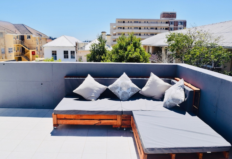 2 Bedroom Apartment With Table Mountain Views, Cape Town