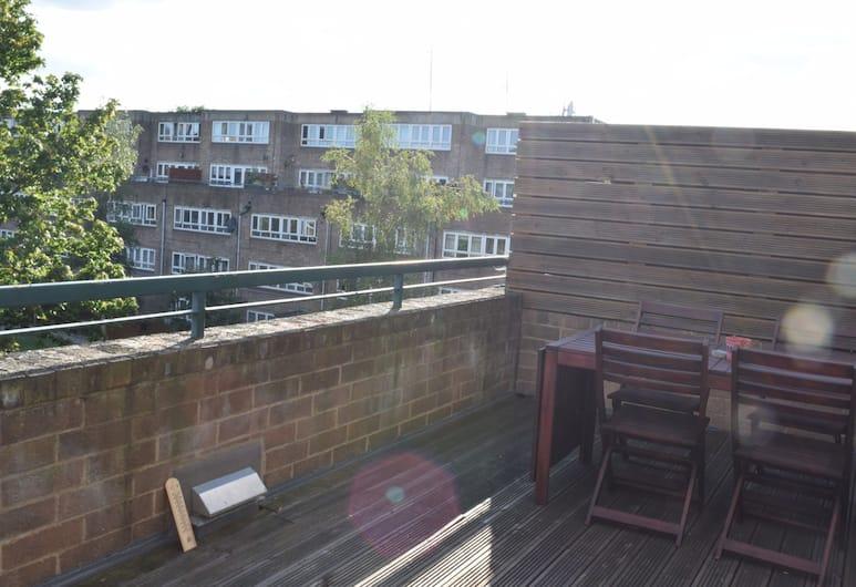 2 Bedroom Apartment With Terrace in West Kensington, London, Rõdu