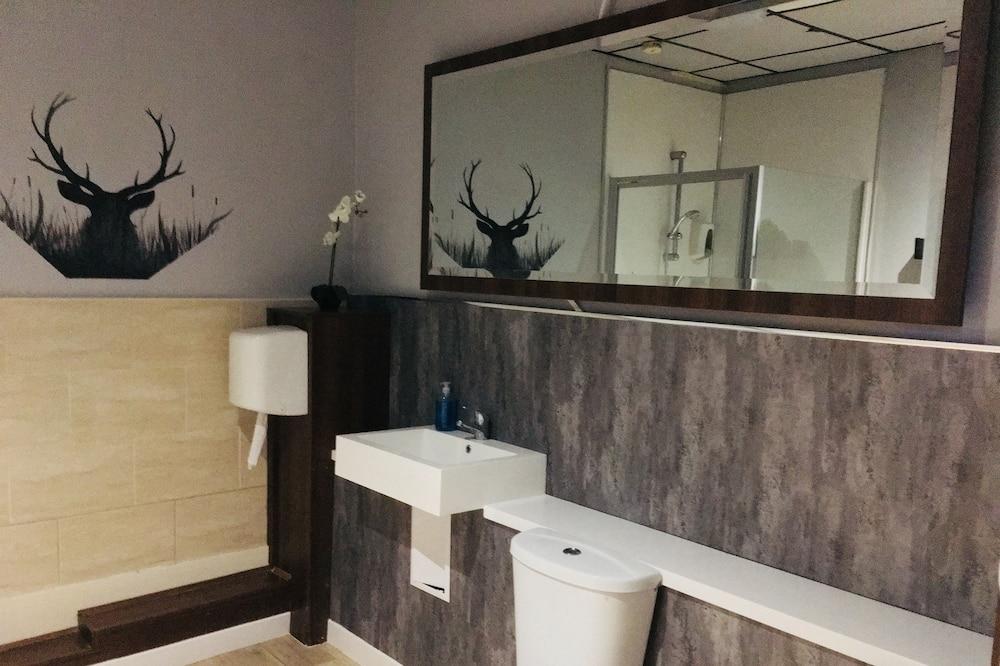 Family Executive - Shared Bathroom - Bathroom