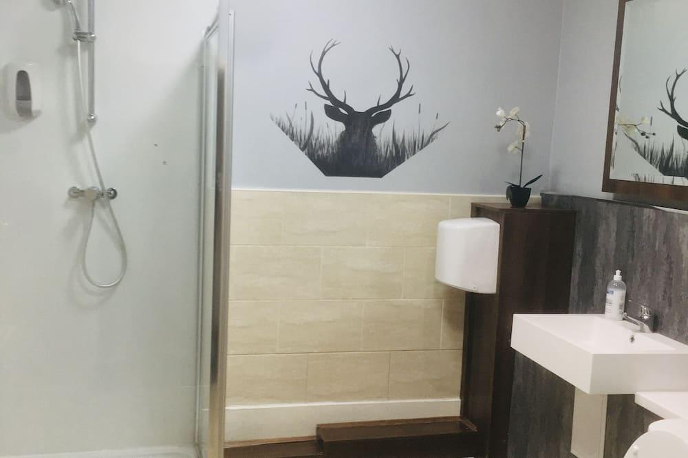 Triple Room - Shared Bathroom - Bathroom