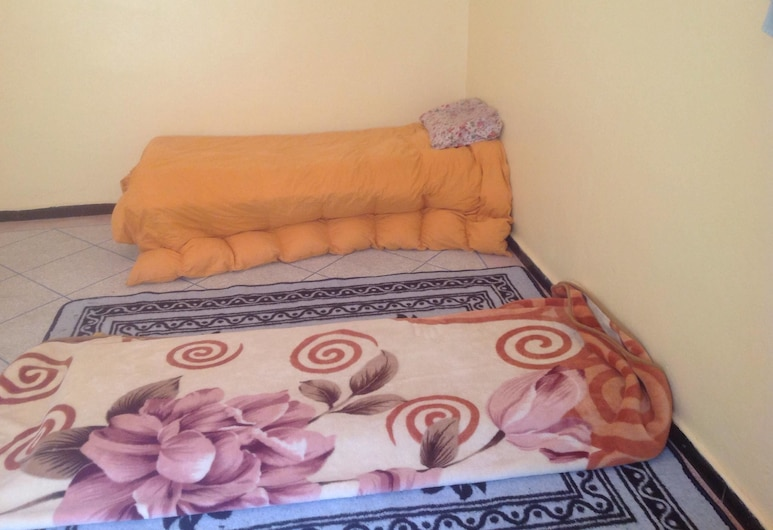 Peaceful room, Laattaouia, Basic Apartment, 3 Bedrooms, Smoking, Room