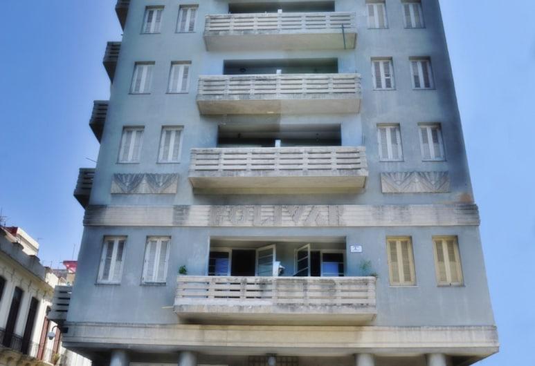 Familia Campa Mayelin, Havana, Ingang van hotel