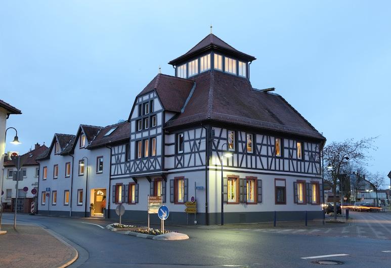 Hotel Goldenes Lamm, Dudenhofenas, Viešbučio fasadas vakare / naktį
